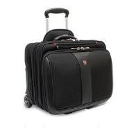 Pilotenkoffer Kaufempfehlung: Wenger Patriot - Ein Gepäckstück sitzt auf einem Koffer - Wenger